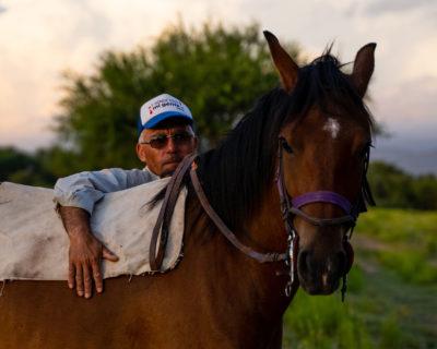 Pferdetrainer Manuel mit einem der Pasos von Ampascachi.